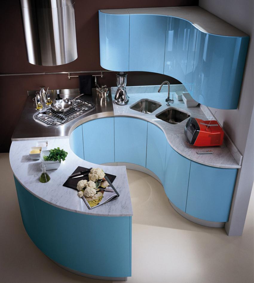На заказ можно создать нестандартный кухонный гарнитур любого размера