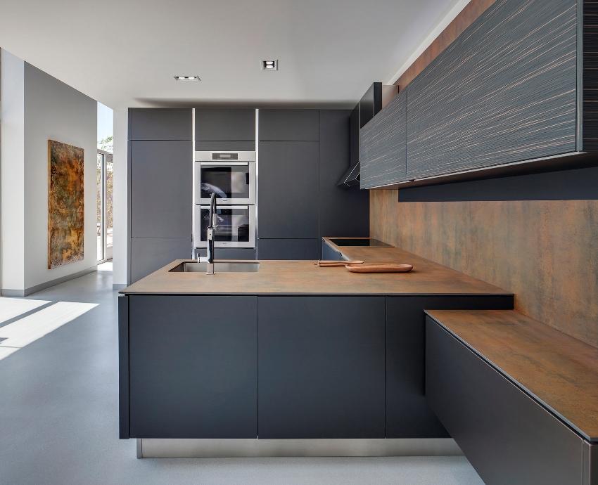 Для начала требуется сделать замеры помещения, измерить место, на которое планируется установка будущего кухонного гарнитура