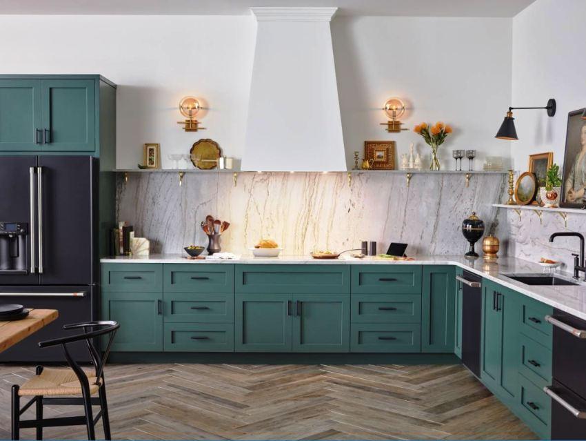 При установке шкафов на кухни стоит знать параметры нижнего ряда