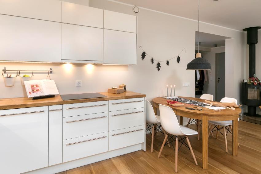 Размеры навесных кухонных шкафов всегда меньше, чем напольных