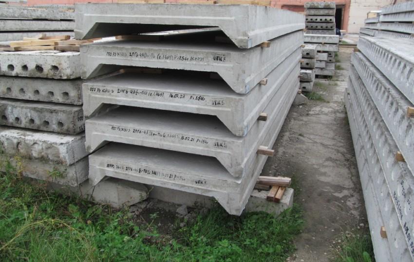 Монолитные плиты перекрытия бывают: балочные, безбалочные и ребристые