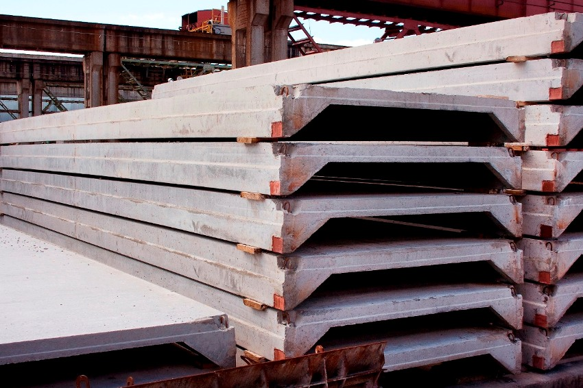 Плиты перекрытий широко применяются при возведении многоэтажных домов, обустройстве дорог