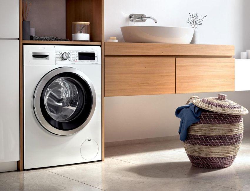 Чаще всего стиральные машины имеют стандартные показатели высоты – 85 см