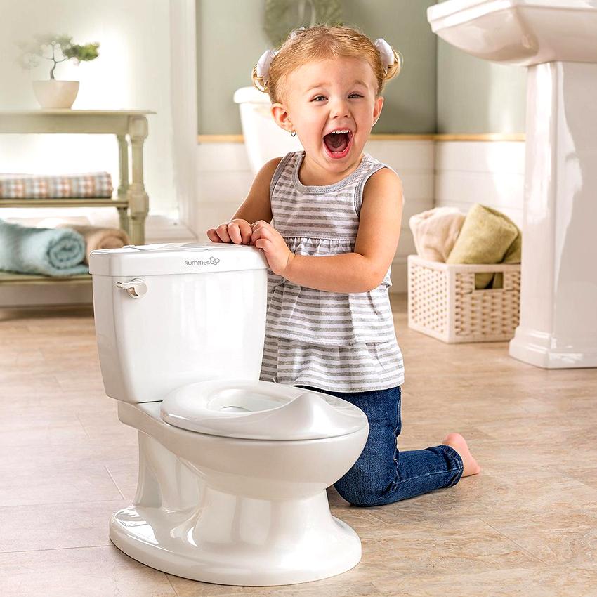 Сантехники рекомендуют монтировать детский унитаз только в том случае, если в туалете достаточно свободного места