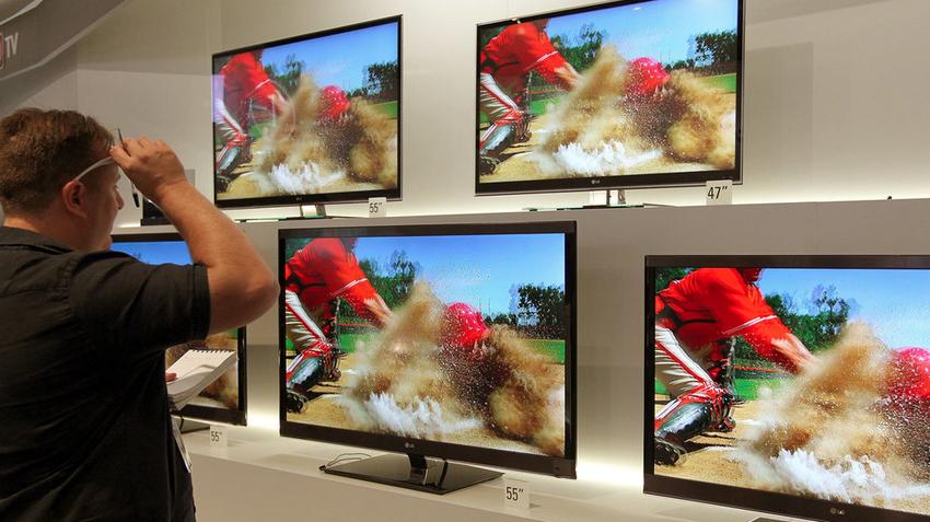 Если выбирать между OLED и ЖК-моделями, то необходимо знать, что OLED-экраны дают возможность просматривать изображение без искажений под любым углом