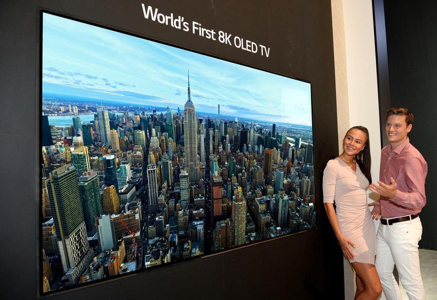 Кроме компании Samsung, огромными размерами своих телевизоров могут также похвастаться фирмы LG, Sharp, Toshiba, Thomson, BBK