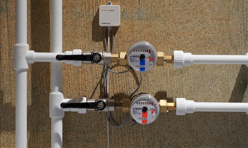 В конструкцию счетчиков воды, передающих показания, входит магнитное устройство и специальный датчик