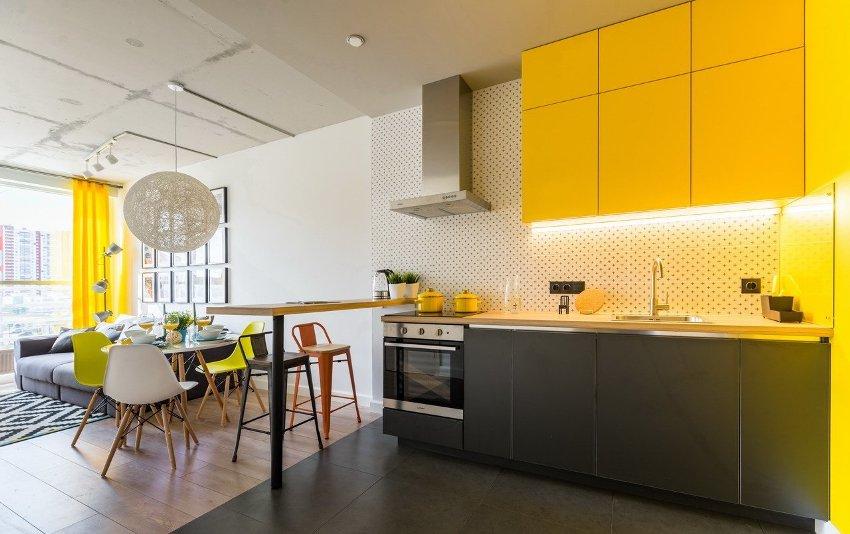 Оптимальное расстояние между верхними и нижними кухонными шкафами - 50 см