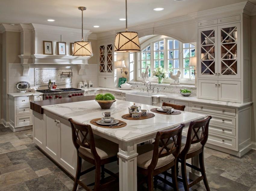 Шкафы со стеклянными вставками позволяют быстро найти нужный предмет, и защищают посуду от пыли
