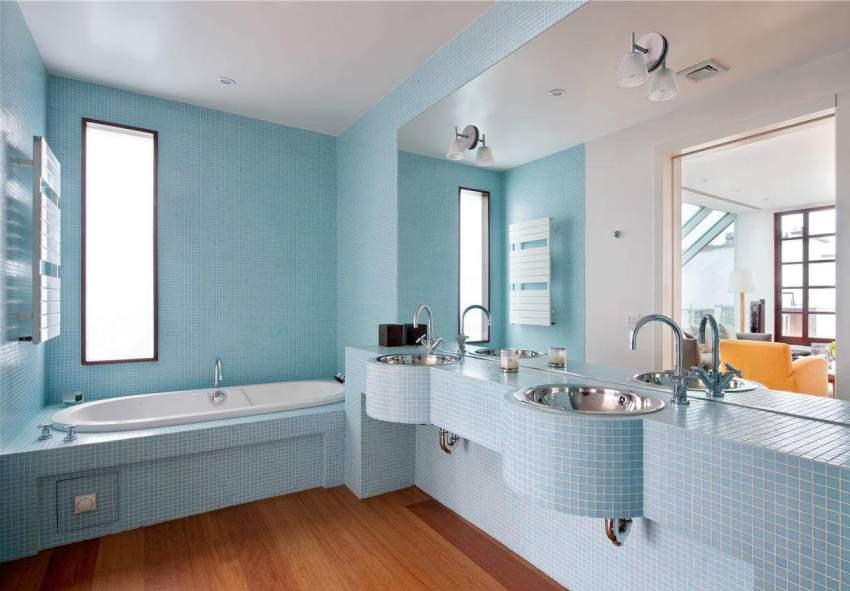 Параметры ванны в более новых квартирах подбирают с учётом её габаритов и особенностей расположения