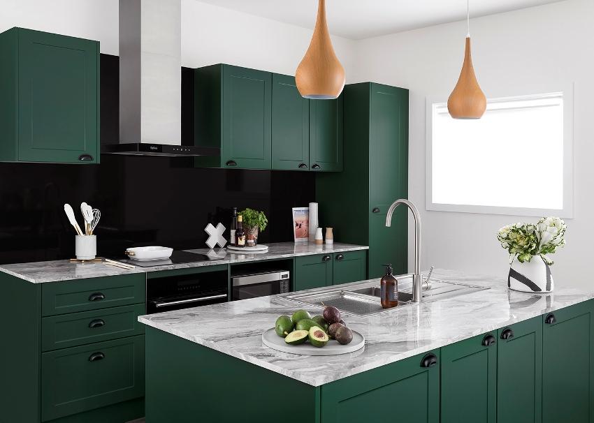 Материал, из которого производят пластиковые реечные кухонные панели на стену – поливинилхлорид