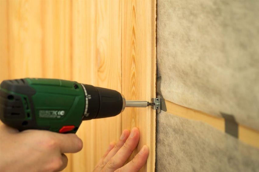 Стеновые панели для ванной крепятся к стенам двумя основными способами