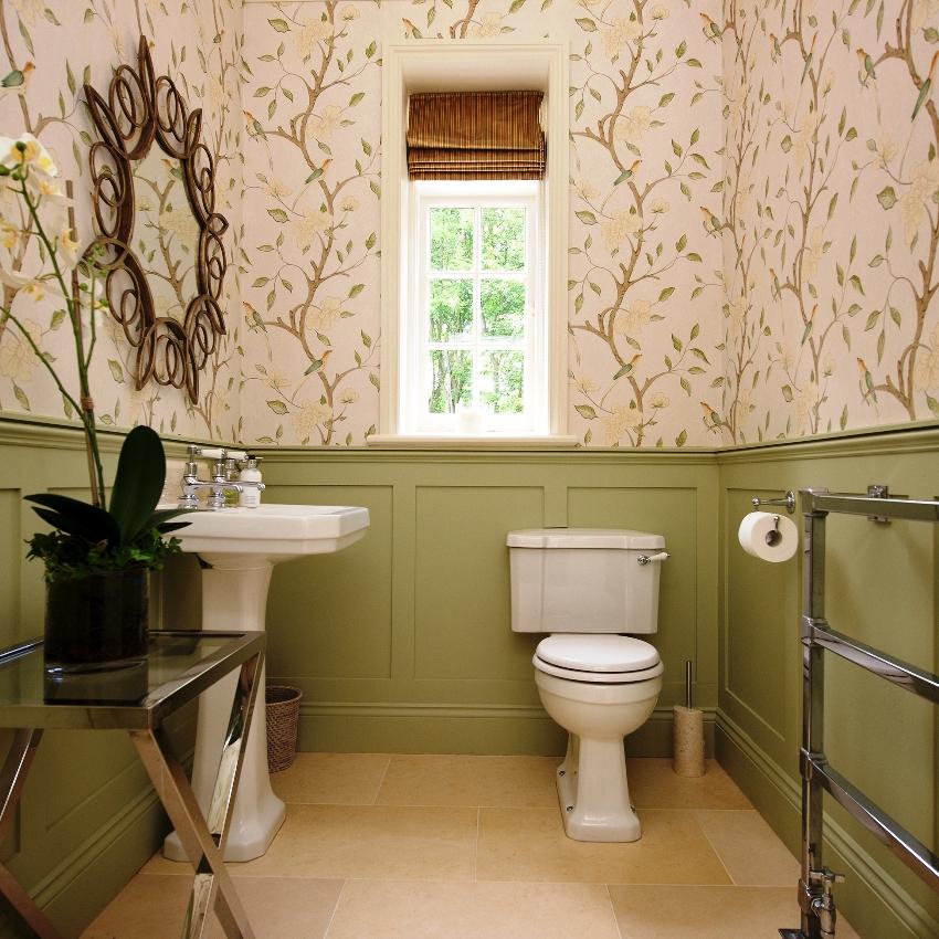 Пластиковые панели считают одним из самых практичных и рациональных материалов для отделки туалета