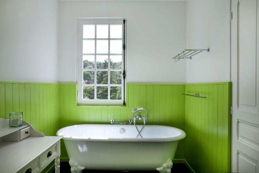Реечные панели для ванной комнаты еще называют пластиковой вагонкой