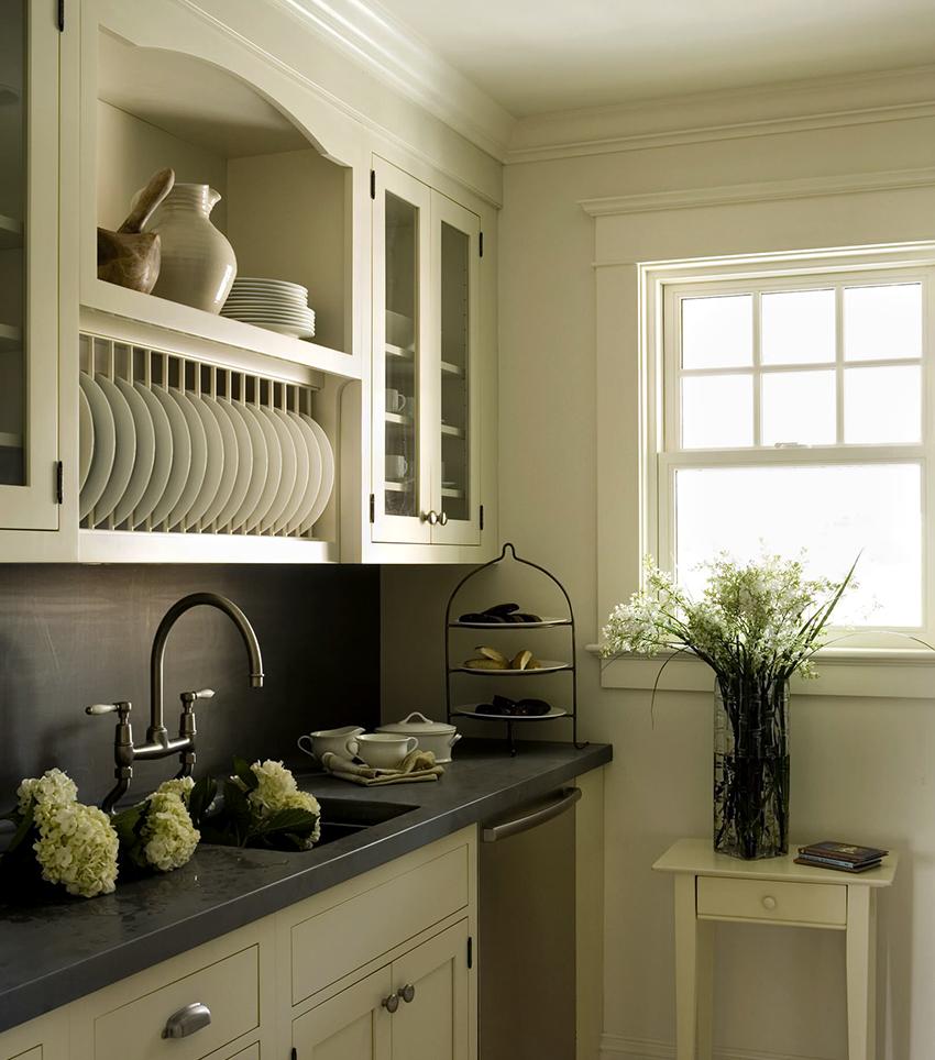 Некоторые кухонные гарнитуры укомплектованы шкафом для сушки посуды
