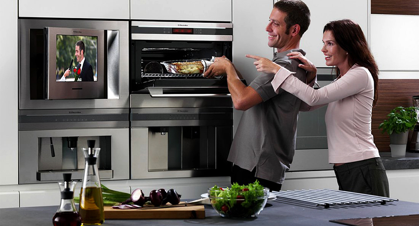 Телевизор на кухню: как правильно выбрать и установить в помещении