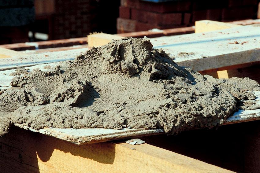 Чтобы изготовить ж/б блоки своими руками понадобятся цемент, щебень, песок и вода