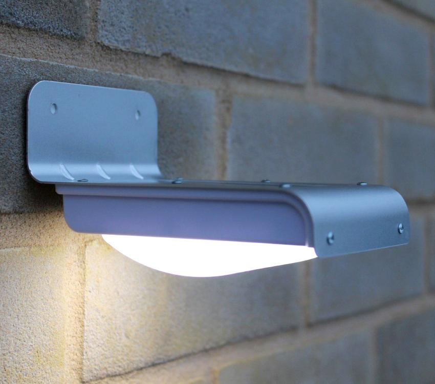 Модель Globo Projеcteur с одной светодиодной лампой обеспечивает нейтральный белый свет