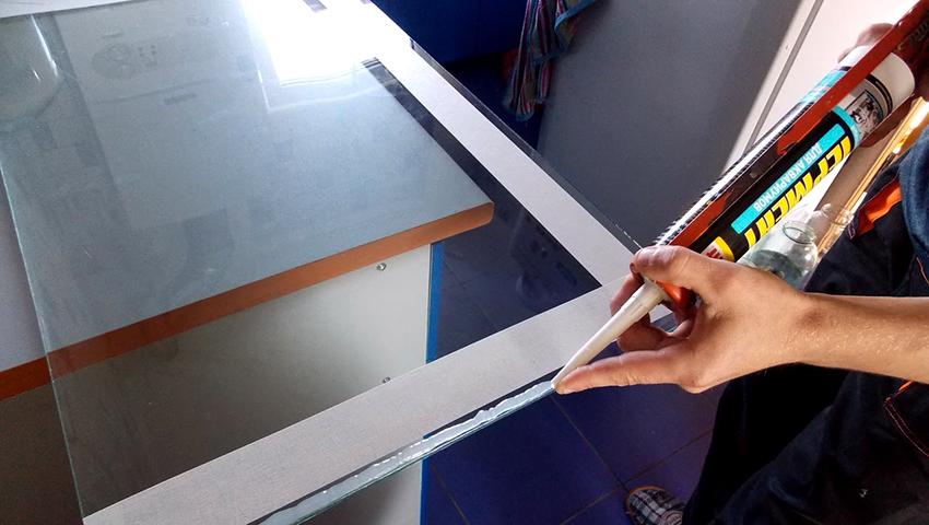 С помощью герметиков аквариумисты изготавливают уникальные аквариумы