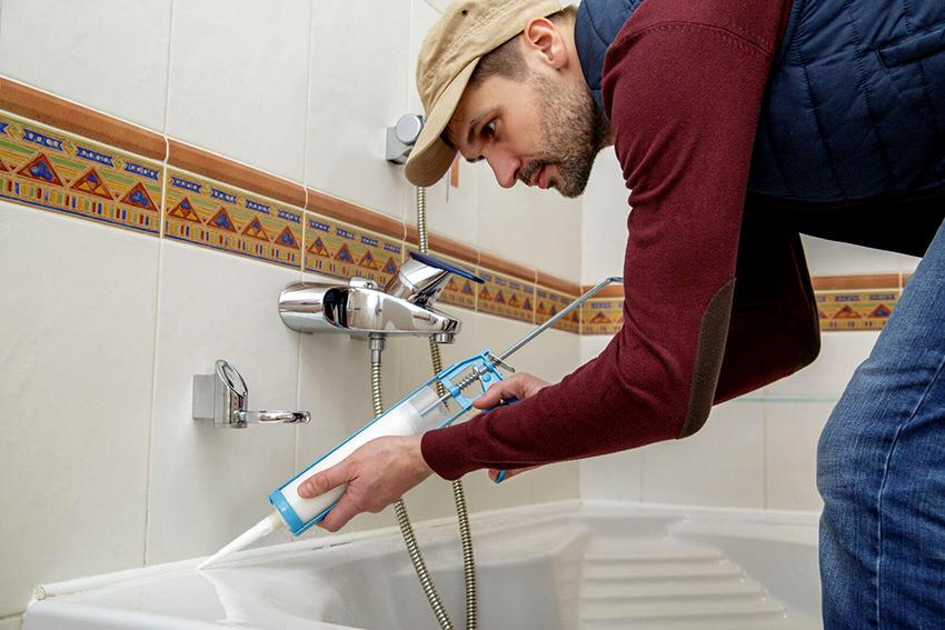 Перед нанесение герметизирующего вещества необходимо тщательно очистить поверхность