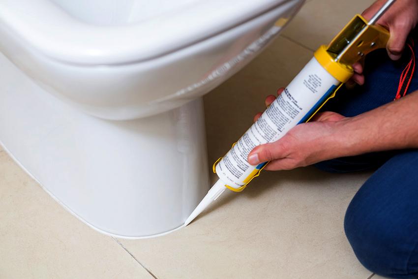 В среднем силиконовый водостойкий герметик можно купить за 180 рублей