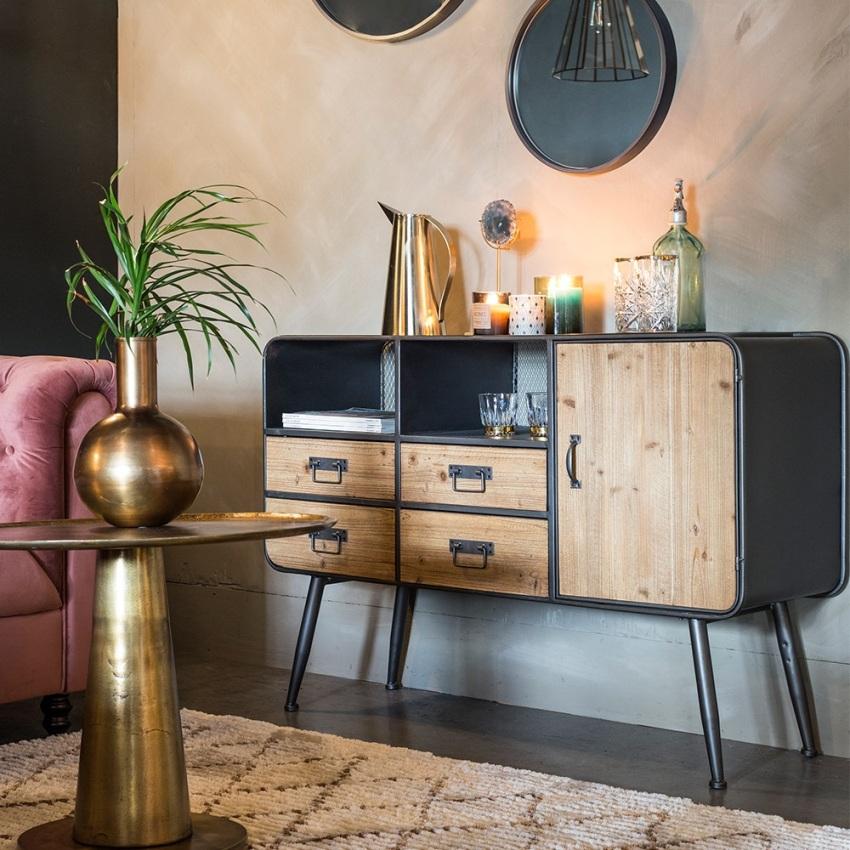Пространства в гостиной должно хватать для удобного использования ящиков комода