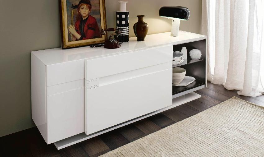 Дверцы комодов, используемых для хранения посуды, могут иметь разнообразные конфигурации