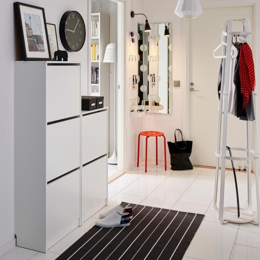 Глубина комода выбирается с особой тщательностью, так как нередко большие конструкции не вмещаются в небольшое помещение