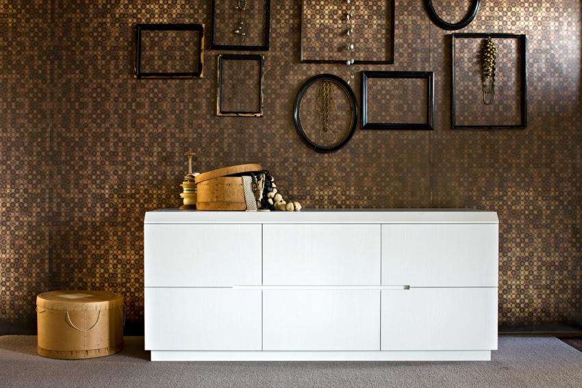 Комоды IKEA изготовлены из массива дерева и имеют, чаще всего, значительные габариты