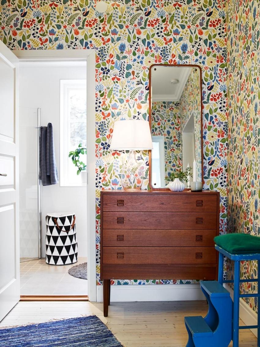Так как прихожие в квартирах чаще всего небольшие, то и комоды в них лучше покупать умеренных размеров