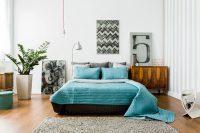 Модель, материал и цвет комода должны сочетаться с дизайном спальни