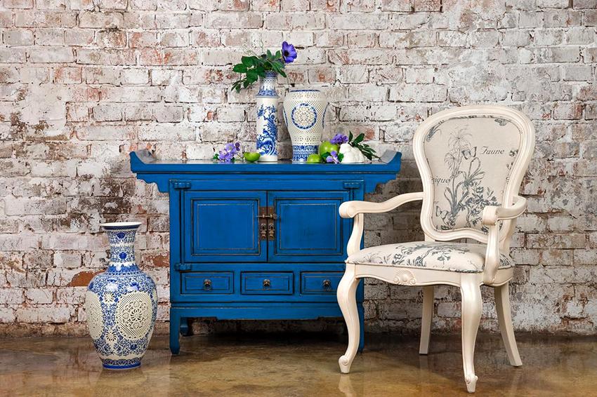 Комод считается универсальным элементом мебели, который можно подобрать к любому дизайну