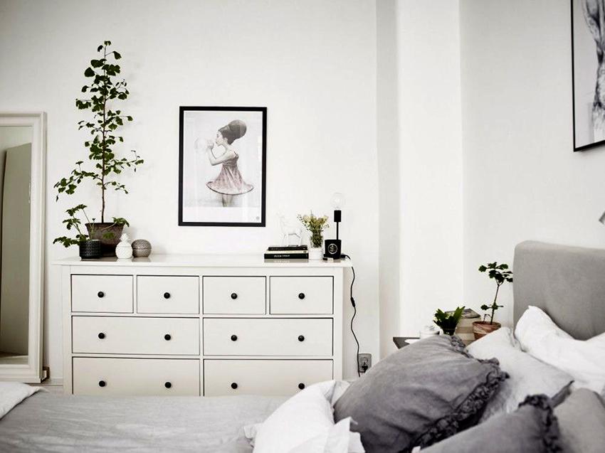 Комоды белого цвета смотрятся стильно и эффектно в любом помещении