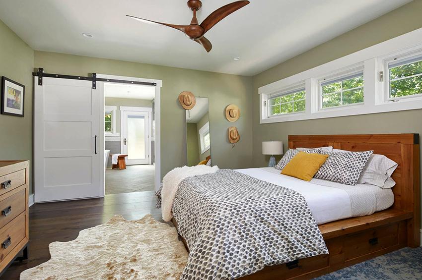 Чаще всего кровати с ящиками производят из древесины или ДСП