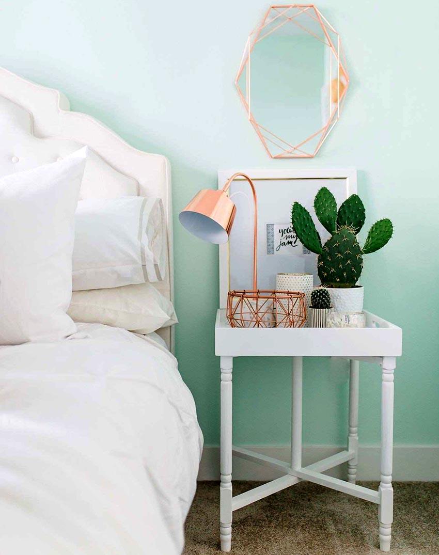 Выбирая лампу стоит обратить внимание на материал изготовления изделия и вид установленной лампочки