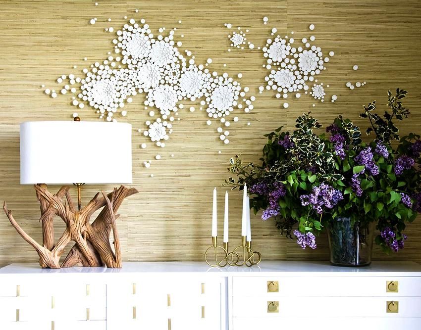 Деревянная настольная лампа станет стильным украшением комнаты
