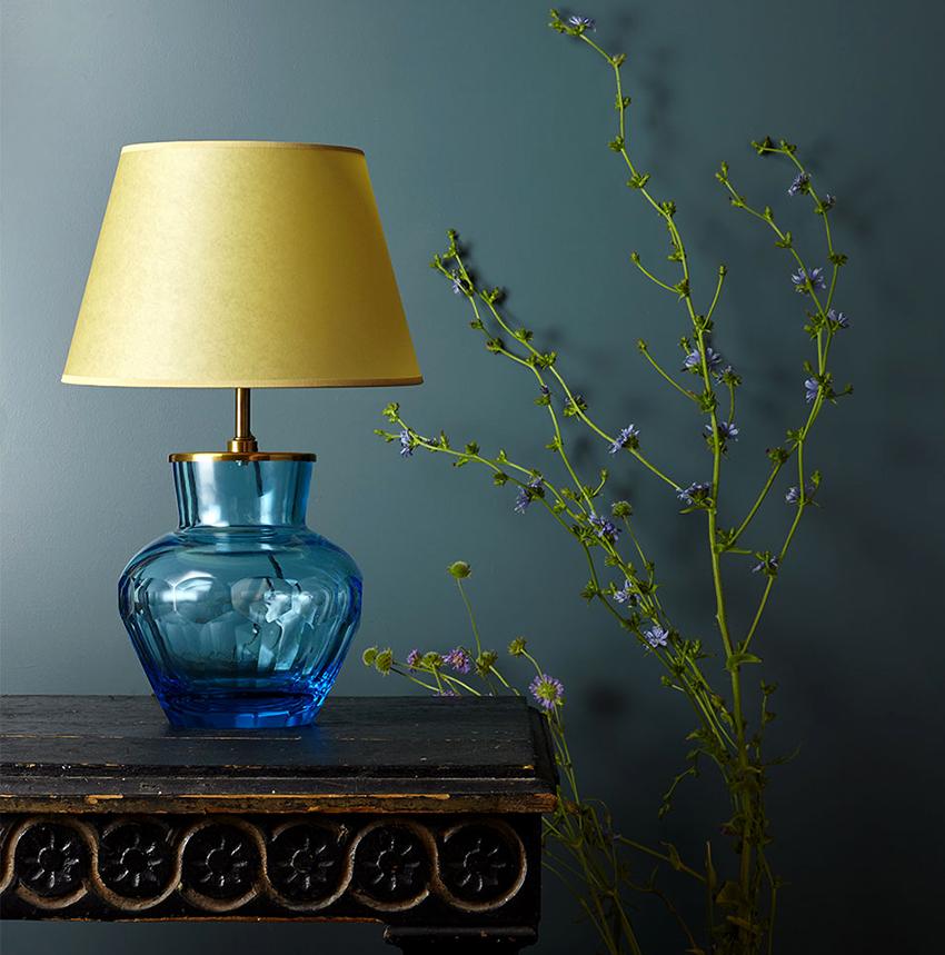 Лампа с абажуром делается довольно просто, поэтому подходит для изготовления новичкам