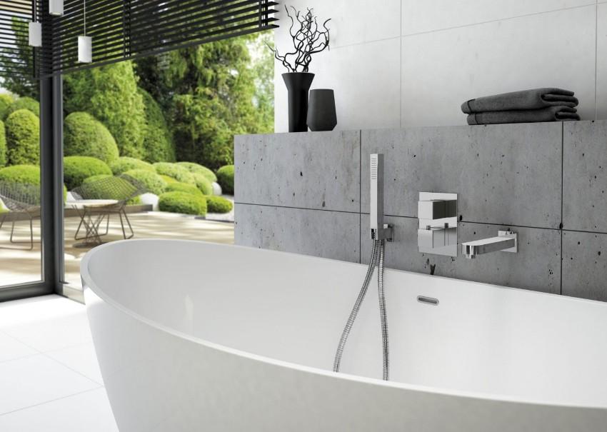 Термостатический смеситель для ванны и душа состоит из лейки и излива