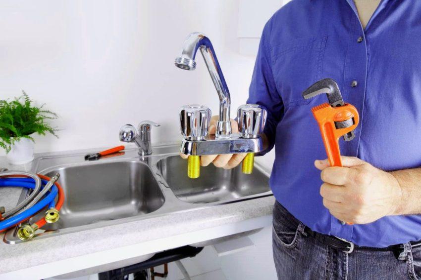 По способу монтажа, необходимым инструментам и крепежам термостатические схожи с привычными многим смесителями старого образца