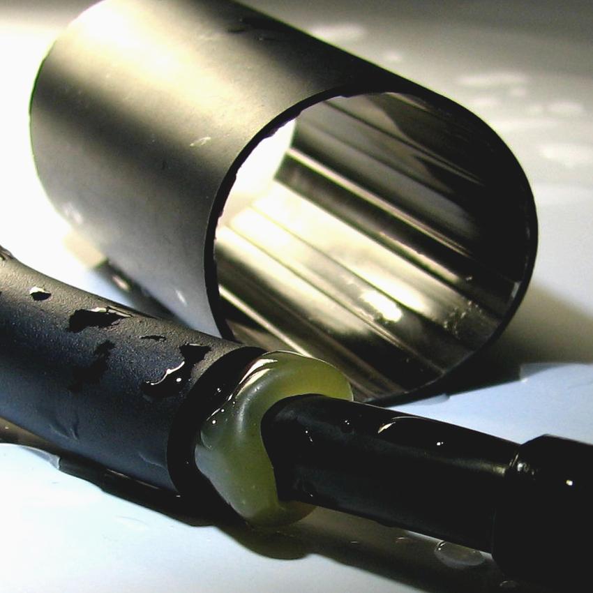 Термоусадки для проводов с клеевым слоем обеспечивают более прочную и герметичную фиксацию соединений