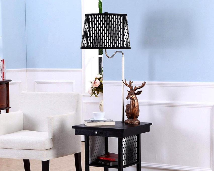 Торшер со столиком универсален, его можно поставить в любой комнате