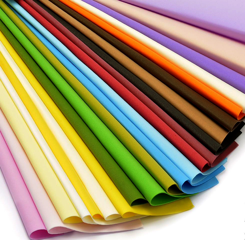 Фоамиран – это пенистый материал, с которым легко работать и придавать нужную форму