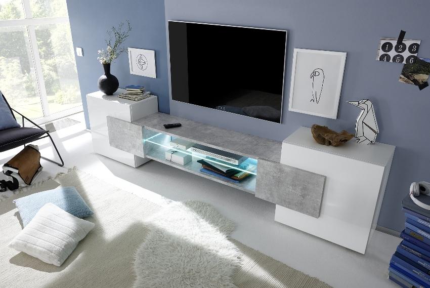 Благодаря большому углу поворота человек может смотреть телевизор даже лежа на полу