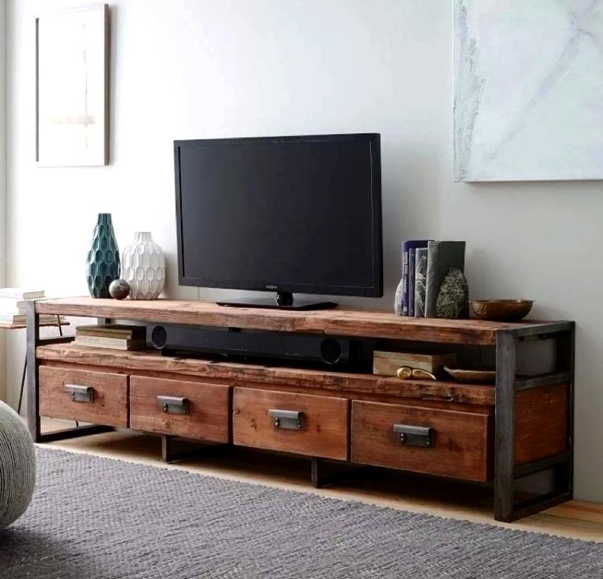 В тумбах под телевизор фурнитура должна быть сделана из прочных и надежных материалов
