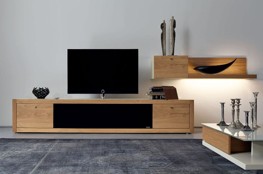 В качестве замены старым комодам сейчас чаще всего приобретают тумбу под телевизор