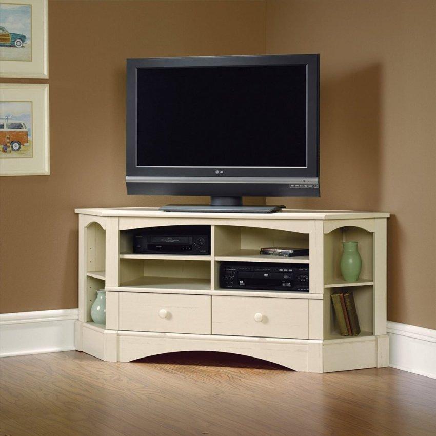 Угловая тумба для телевизора позволит задействовать неиспользуемую площадь и освободит полезное пространство