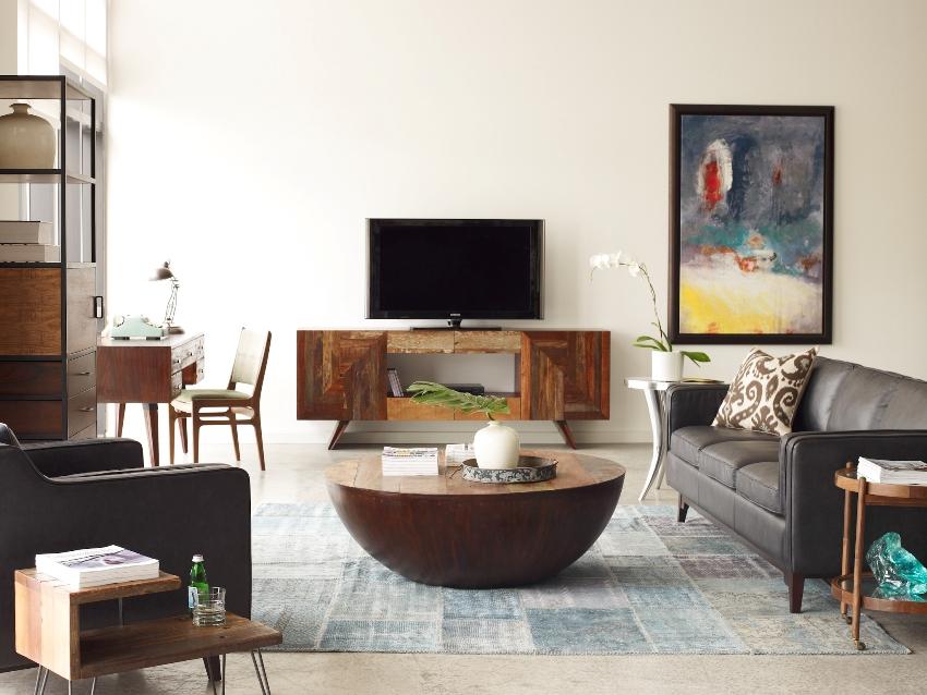 Перед тем как покупать тумбу, необходимо снять замеры с диагонали экрана телевизора