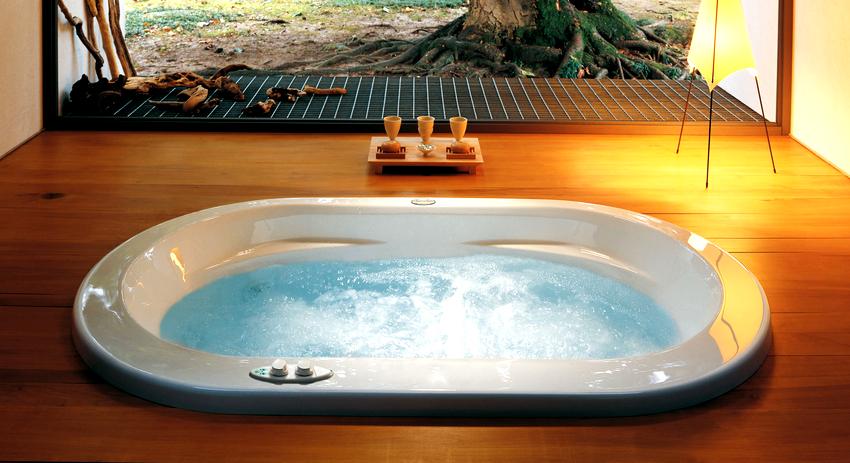 На рынке представлен большой ассортимент гидромассажных ванн, отличающихся как по размером, так и по конфигурации