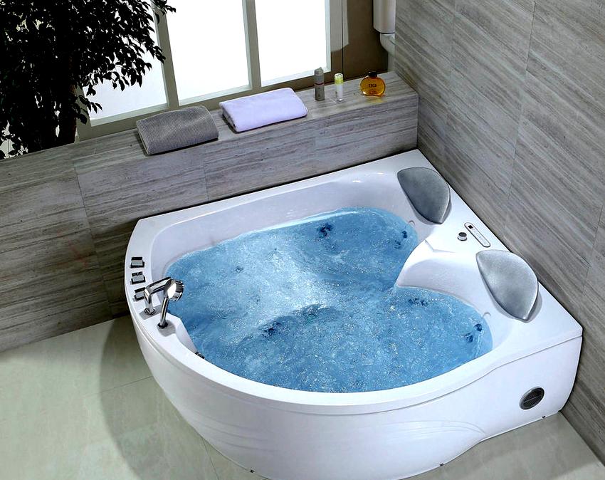 Надежными и долговечными являются ванны с гидромассажем производимые российской компанией «Радомир»