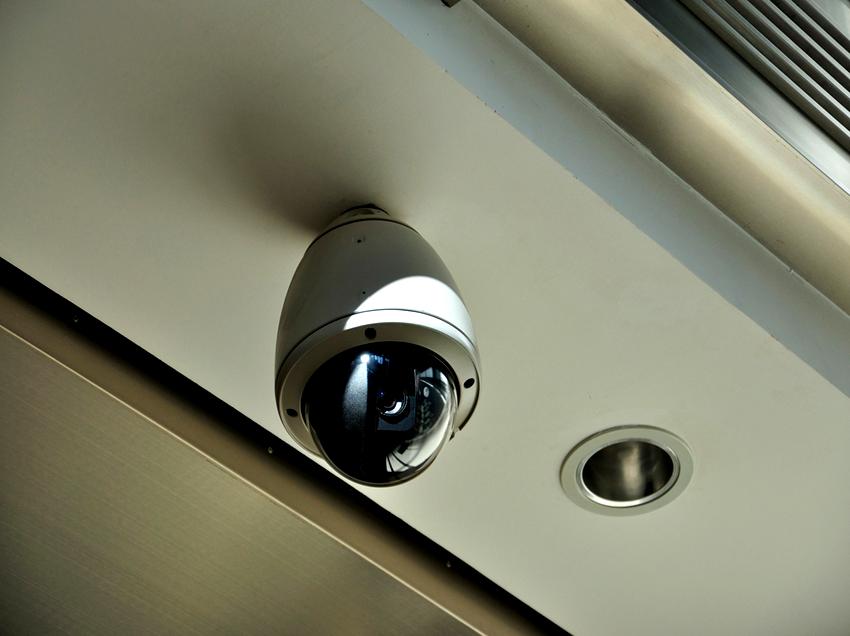 Камеры для скрытого видеонаблюдения от обычных устройств отличаются только компактными размерами